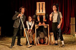 Acrobacia en la carpa de circo Tranzat