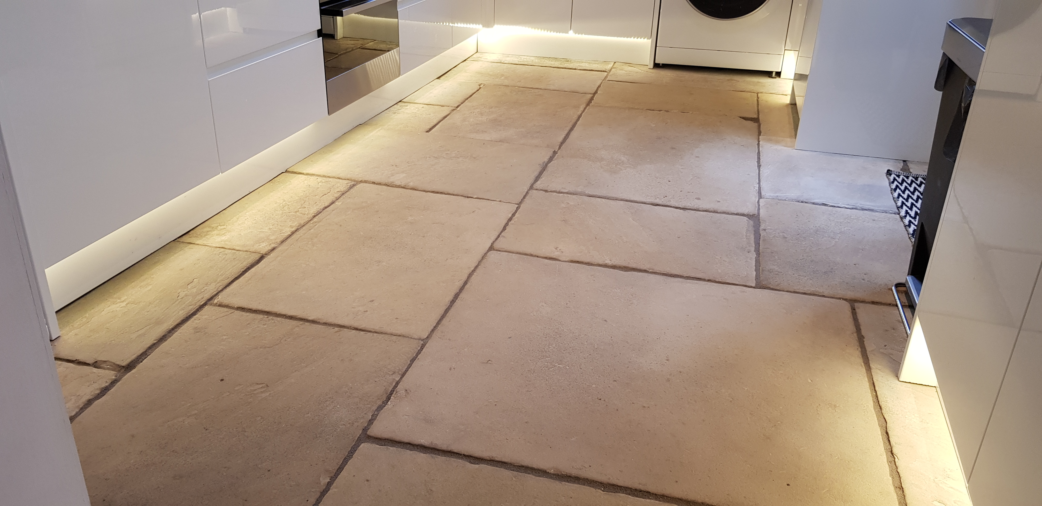 stone floor in high gloss kitchen