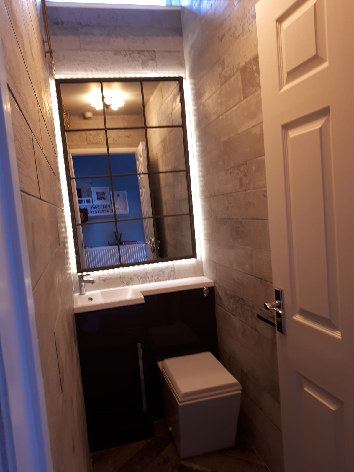 Cloakroom toilet and basin