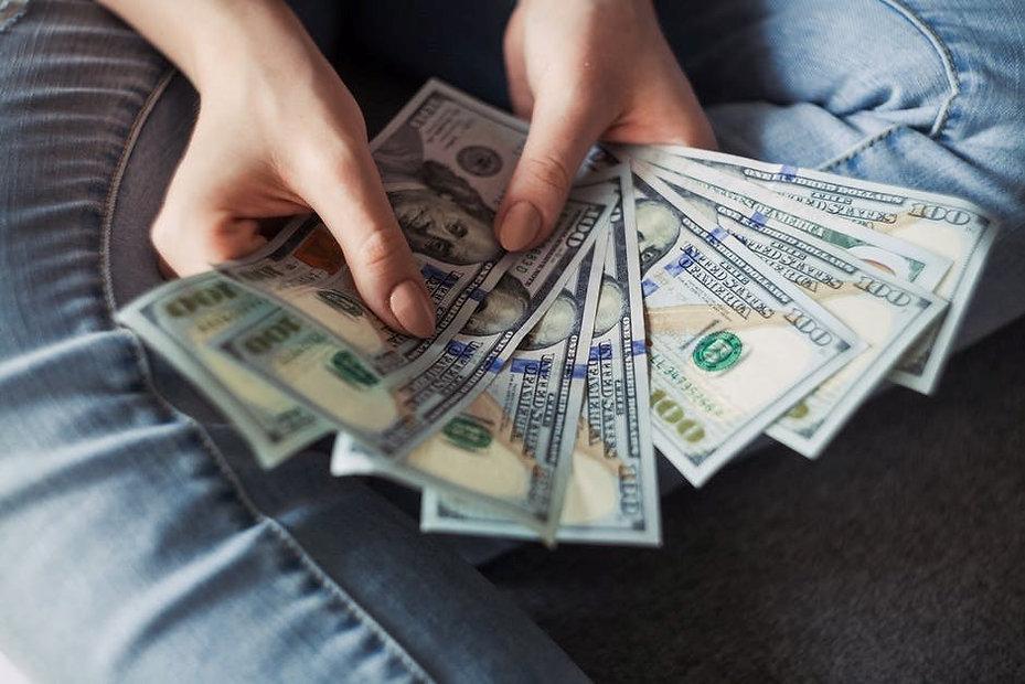 Fanning-Cash-in-Hand W.jpg