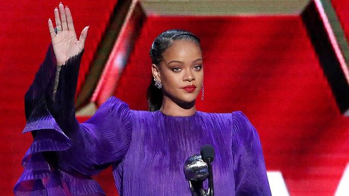 Rihanna Pull Up.jpg