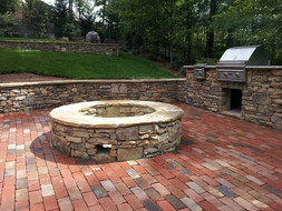 natural-stone-retaining-wall-brick-patio