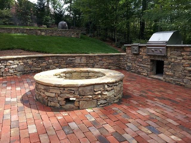 natural-stone-retaining-wall-brick-patio