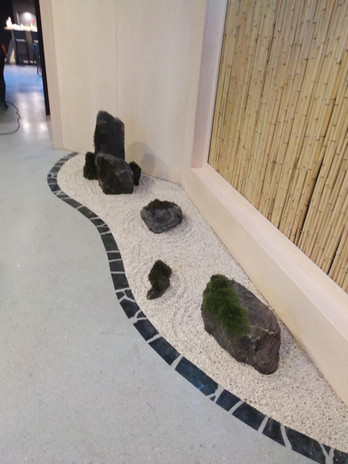 Grey limestone seamles resin floor & stone garden design