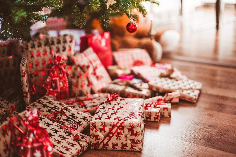 free-stock-photos-christmas-2210x1473.jp