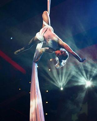 aerial arist, aerial entertainment, silk performer, prana entertainment