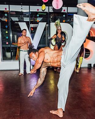 acrobats for hire sydney, capoeira, sydney entertainment, prana entertainment
