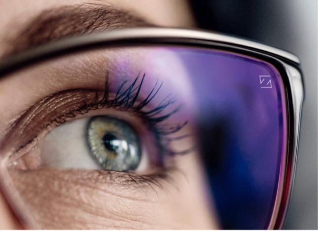 每個人的眼睛都是獨一無二,客製化鏡片才能滿足每個人雙眼不同的需求