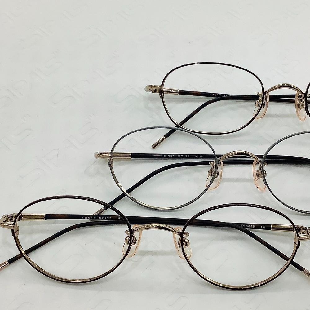 高度近視鏡框還必須具有較小的鏡片尺寸,以適應高處方。
