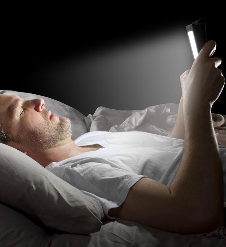 避免在睡前兩到三個小時開始看明亮的螢幕