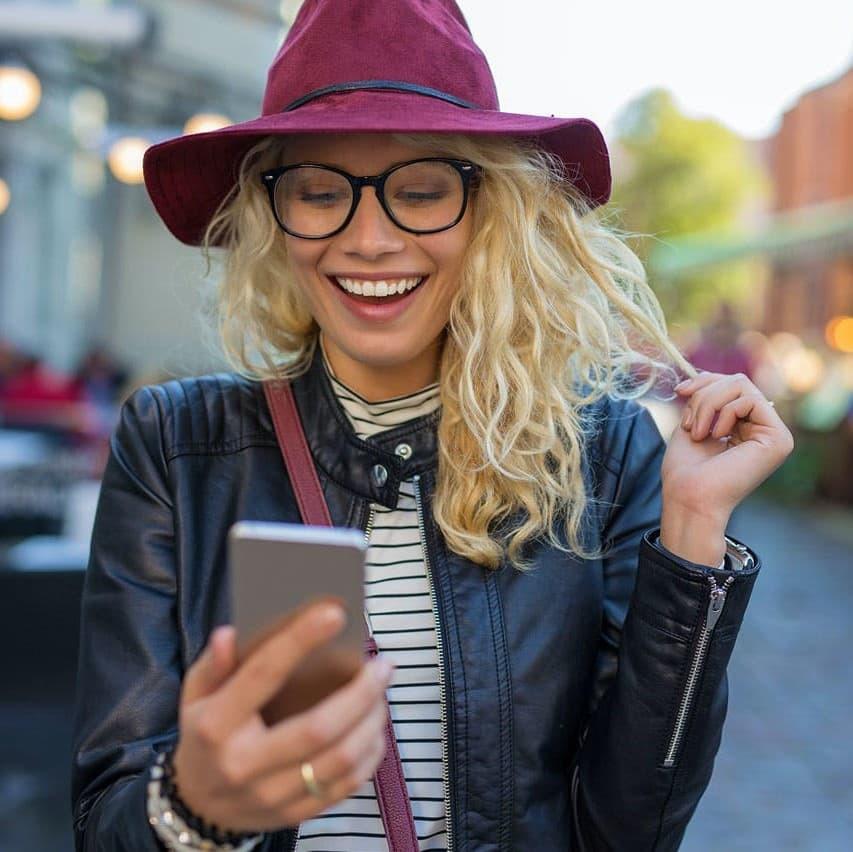 無論是精密的漸進式鏡片、數碼世界專用鏡片、駕駛鏡片或專為隱形眼鏡設計的眼鏡鏡片:自Punktal®鏡片面世以來,我們旨於持續優化人類視力為目標,帶領我們製造出許多創新的鏡片和解決方案。