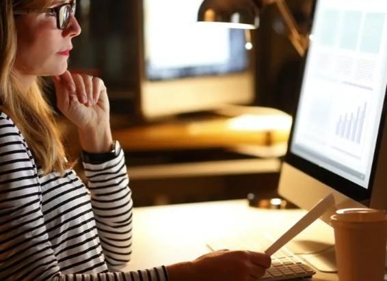 抗藍光 + 防眩光鏡片 | 視康佳蔡司驗光中心 | 蔡司鑽立方鉑金抗藍光鏡片同時擁有
