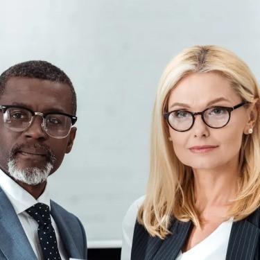 滿足眼鏡佩戴者需求的獨特產品組合