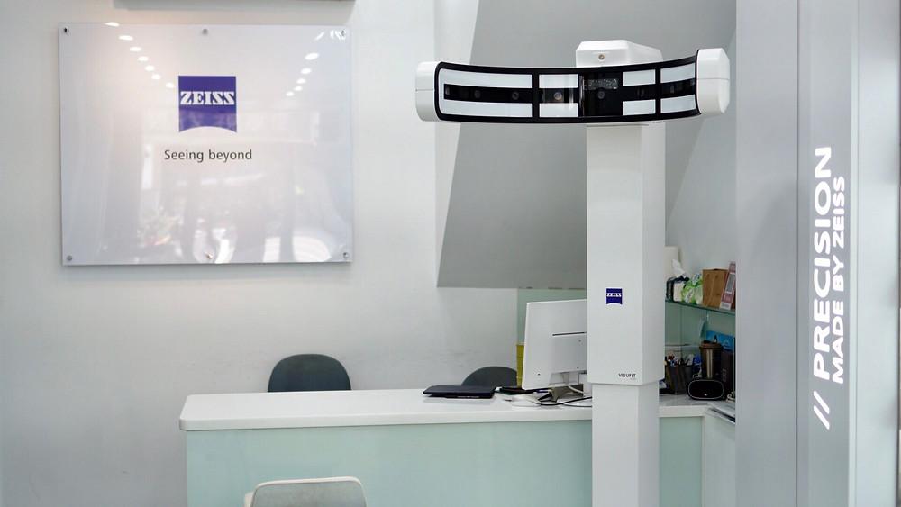 蔡司3D瞳孔中心定位儀 ZeissVisufit 1000,這是一種自動測量幾個試戴參數的照片捕捉系統