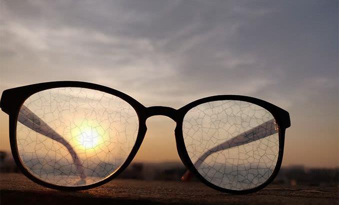 鏡片膜層龜裂的原因?如何保養清潔眼鏡。鏡片保固範圍。