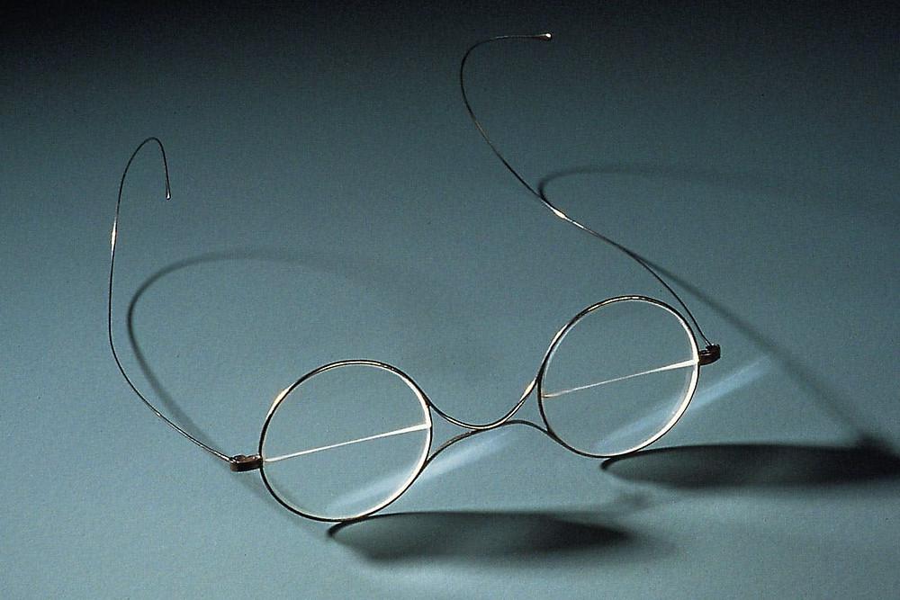 富蘭克林發明的雙光眼鏡(約西元1860年)。Oberkochen的光學博物館