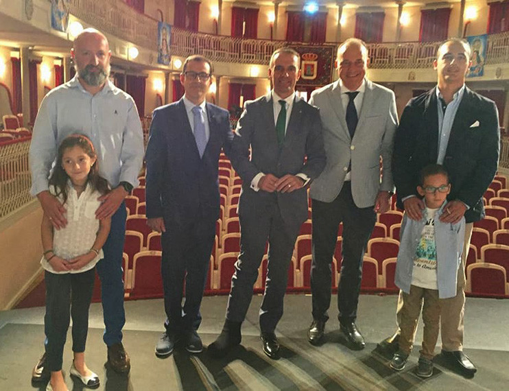 Asamblea en el Teatro Concha Segura de Yecla