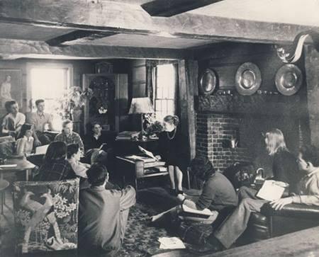 Mrs. Emmet taught History through Art in her Living Room.