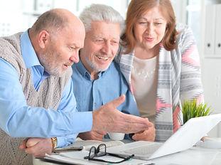 ältere_Leute_mit_laptop.jpg