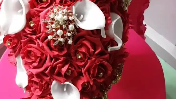Bride tear drop bouqet