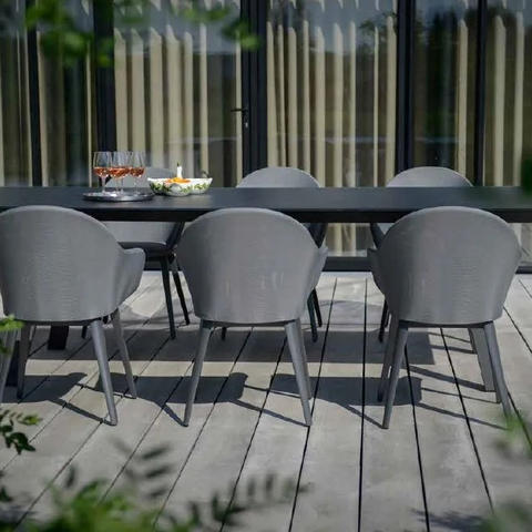 Table & Chaises
