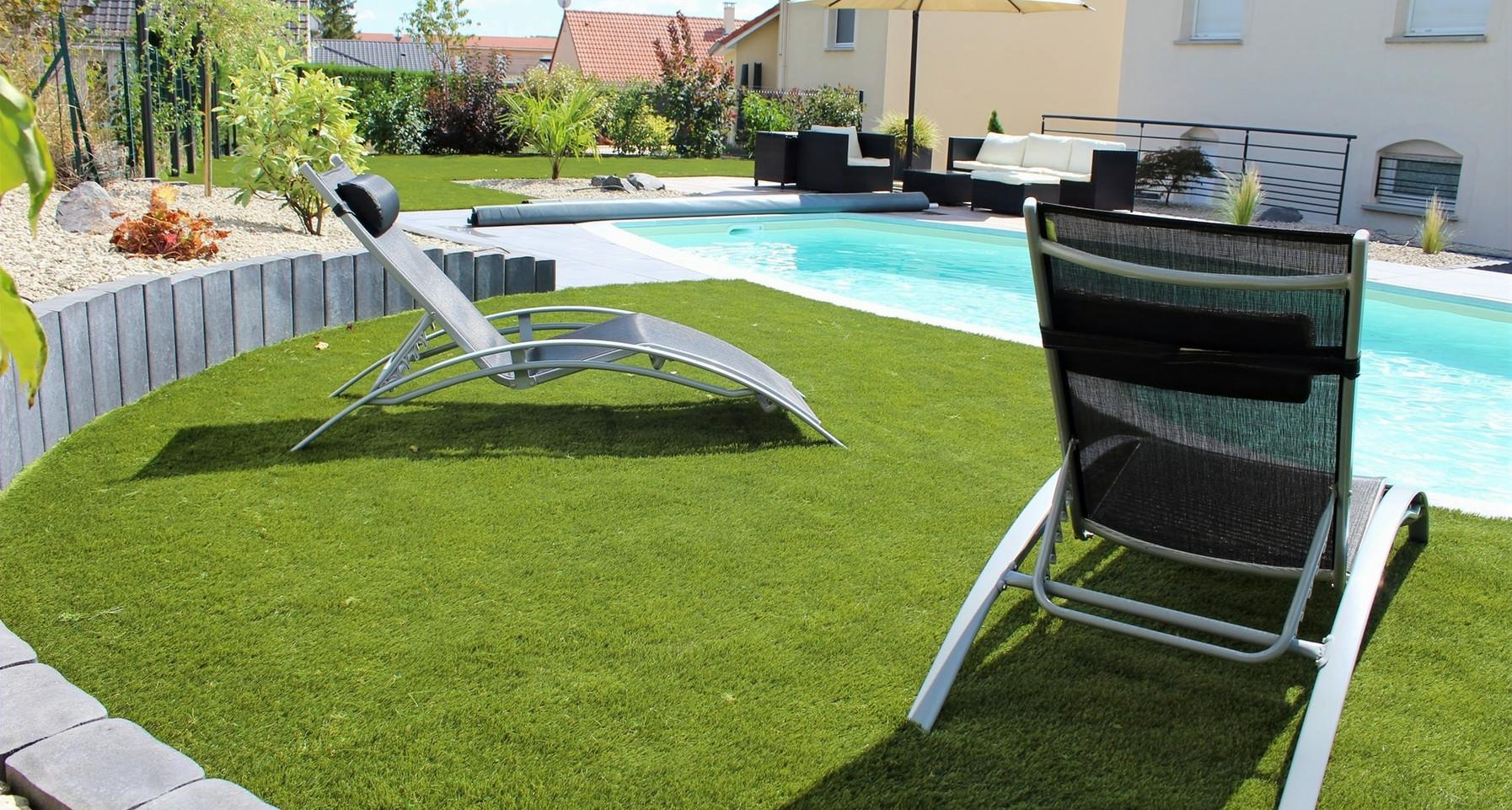 palissade-piscine-gazon-qualite-paysage_