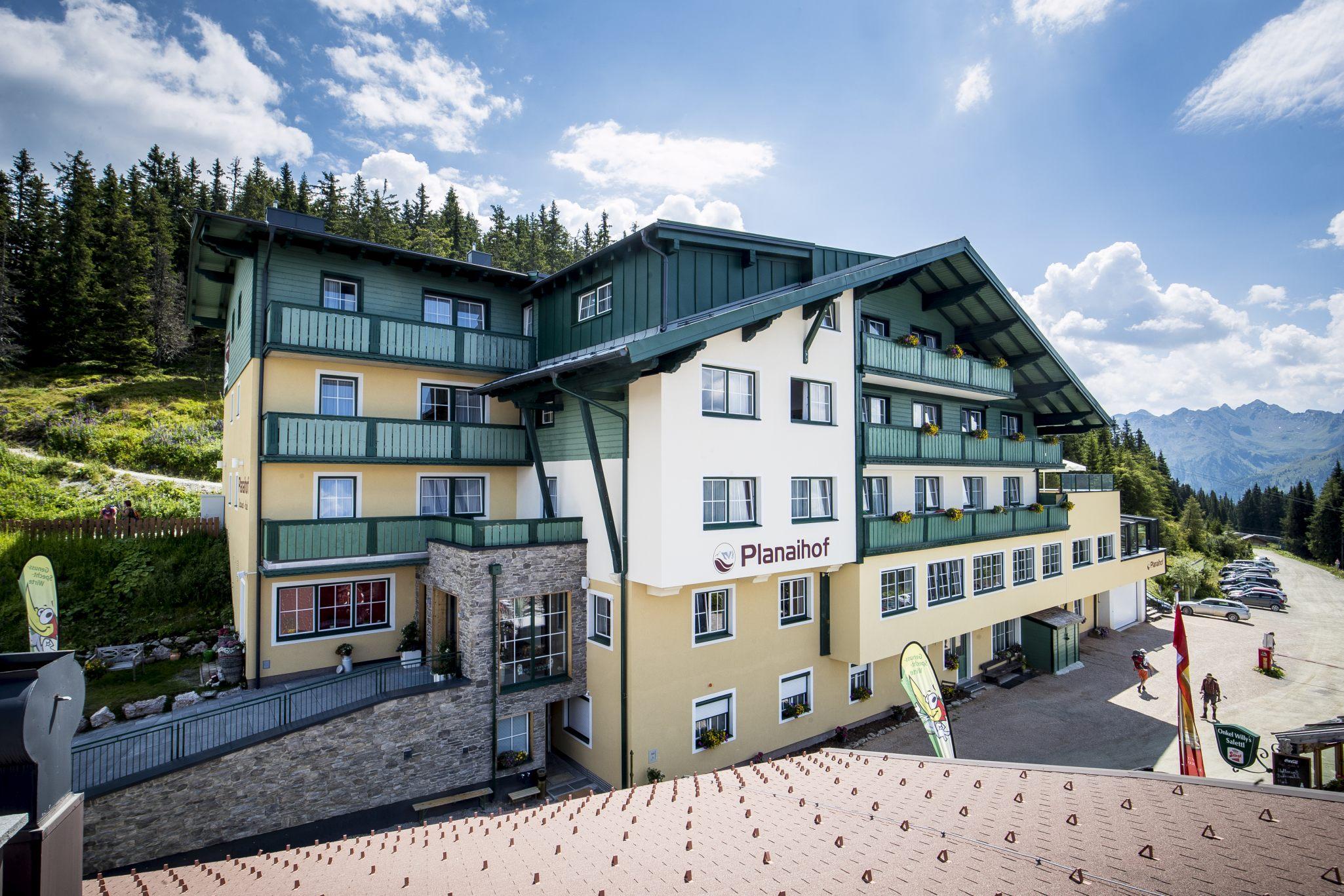 hotel-aussen-sommer_planaihof_TomLamm_Ei