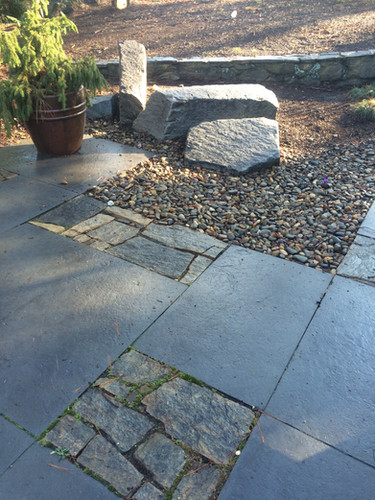 Jamestown Pavers and Boulders