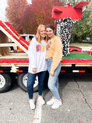 Shoutout to our Displays Co-Chairs for Homecoming for winning 1st on our float!