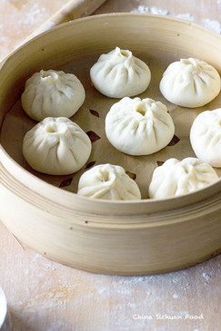 Chinese-steamed-pork-buns-carrot-and-por
