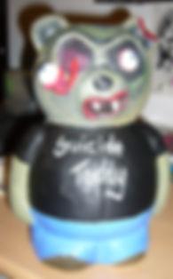 Gruseliger Zombie Teddy: Lufttrocknender Ton / Modelliermasse, Grundgerüst aus Styropor anschließend bemalt mit Acryl