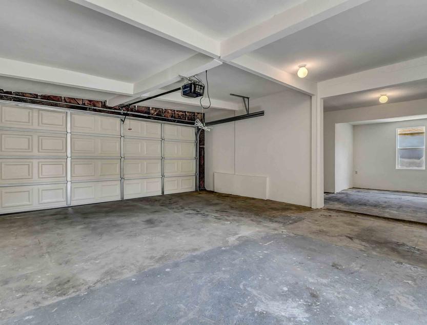 14803 S Castlegate Ave-36.jpg
