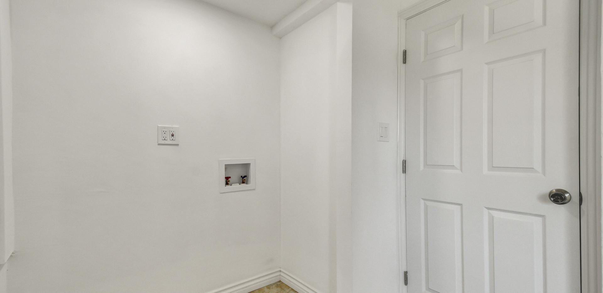 5865 E Mezzanine Way-23.jpg