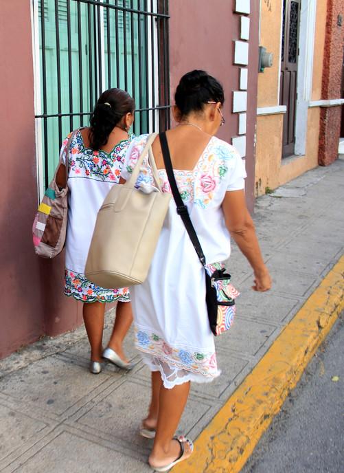 22 - Mérida - Mejicanas portant le huipil (tenue tradtionnelle)