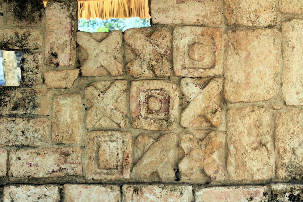 27 - Chichén Itzá - Jeu de Morpion Antique