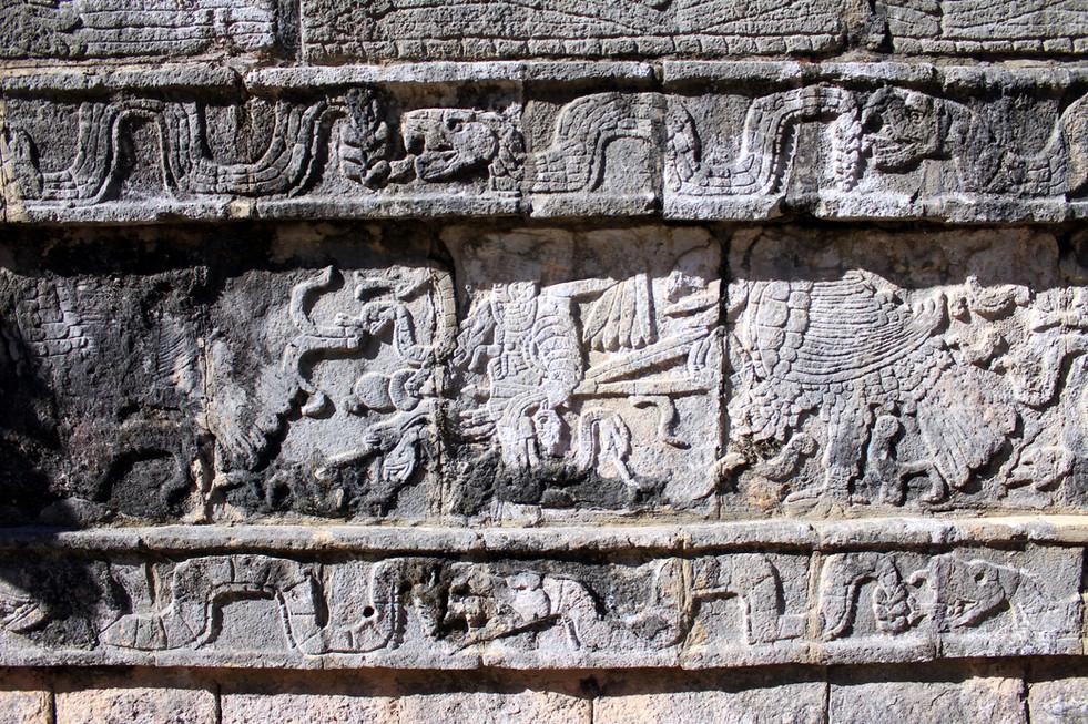 32 - Chichén Itzá - Autel des morts Tzompantli