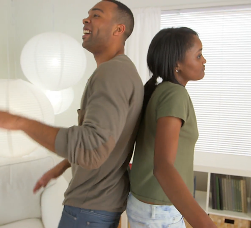 black-couple-having-fun-dancing_vksuwiem