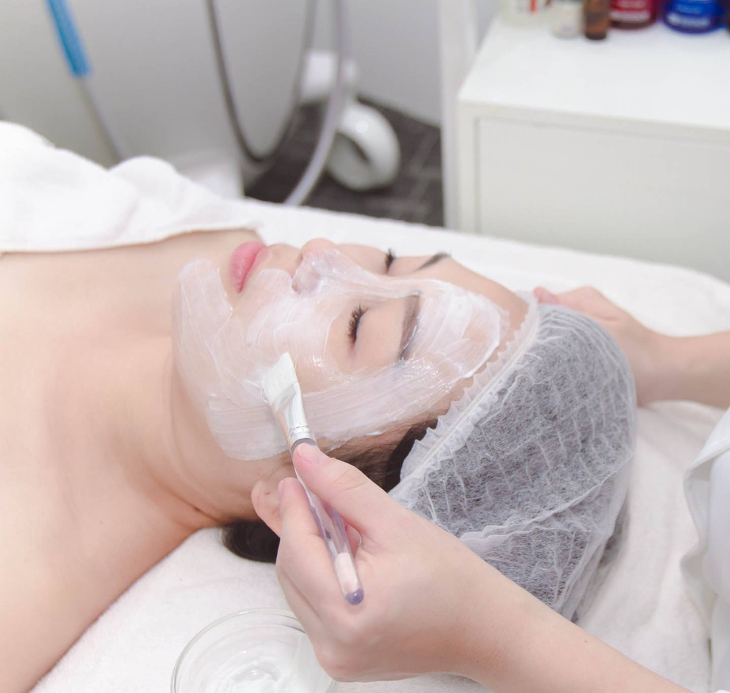 White Synergy Glowing Facial