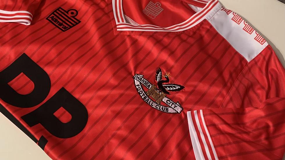 Admiral shirt remake red away