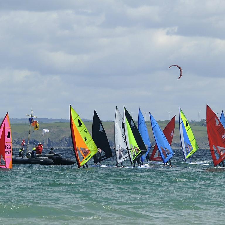 régate windsurfer