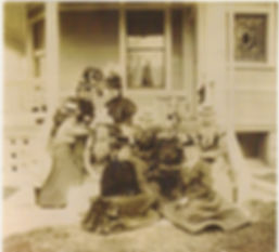 The Ray House - Ladies gathering on the