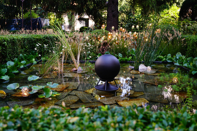 Sphere 360 black concrete