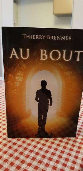 Livre_au_bout_+_Nappe_à_carreaux.jpg