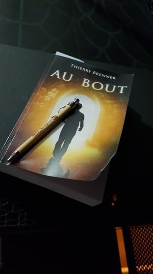 Livre Au Bout + Stylo chez Anthony.jpg