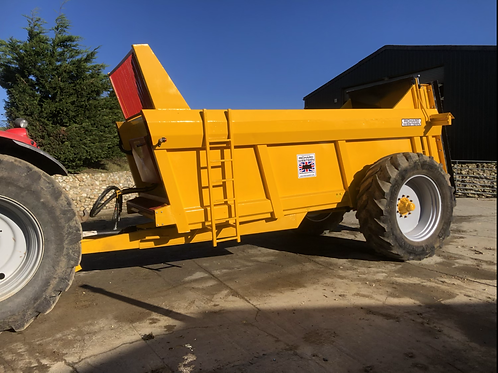 Fully reconditioned Ricard Western D10 rear discharge muck spreader