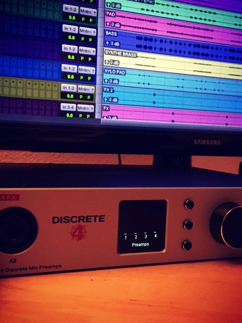 Discret 4 Realistik Music beat instrumen