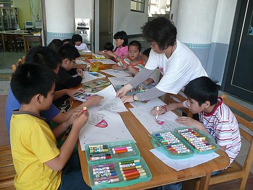 教育大智班學生圖畫顏色,培養畫畫的興趣
