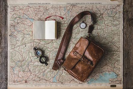 flatlay-of-travel-essentials - Foto de M