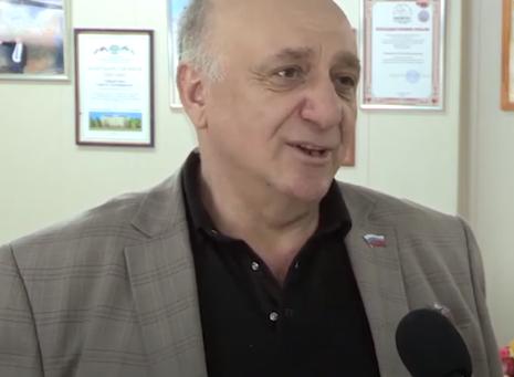 Предприниматель Гнел Геворгян инициировал вручение продуктовых наборов врачам