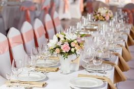 fehér asztal terítő